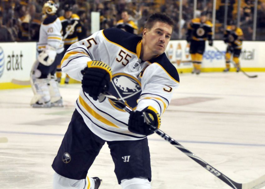 Sabres' Hecht hopes to play again this season