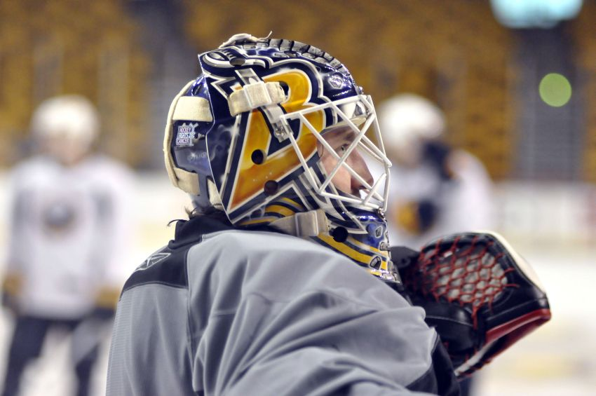 Sabres goalie Enroth has lots riding on second start