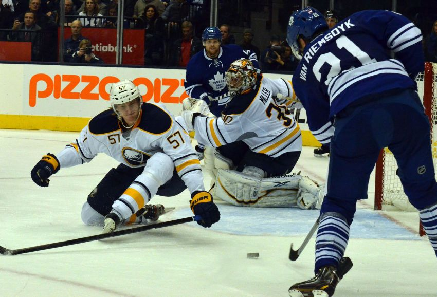 Leafs spoil Rolston's coaching debut, down Sabres