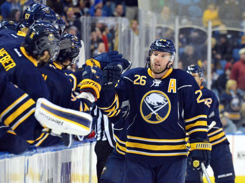 Sabres star Vanek content with ice time he's given