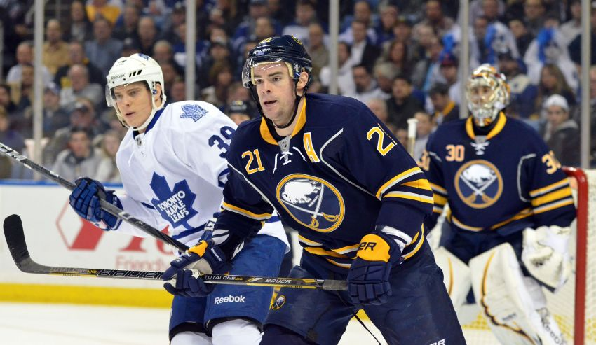 Struggling Stafford wants to remain with Sabres