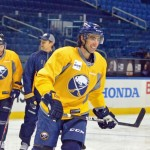 Matt Moulson endures long day to debut for Sabres; Thomas Vanek wanted no part of rebuild
