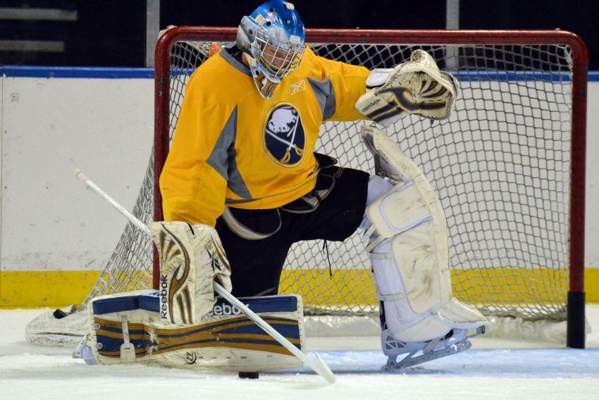 Former Sabres star Thomas Vanek has jitters returning to Buffalo; goalie Michal Neuvirth 'little banged up'