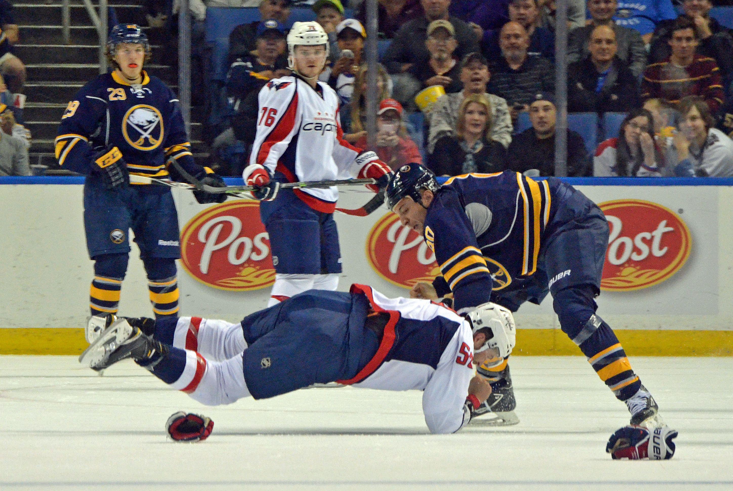 Photo: Sabres' Chris Stewart pummels Dane Byers