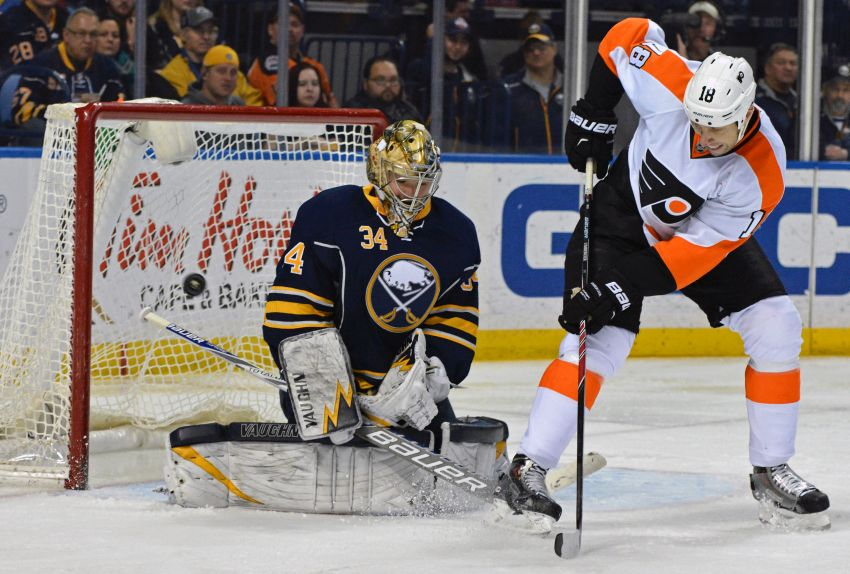 Sabres start strongly, fall to Flyers late